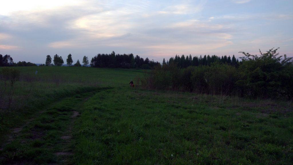 Powoli zaczyna robić się ciemno, a mamy jeszcze sporo kilometrów przed sobą..., źródło: archiwum prywatne.